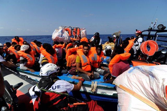 Migrantes rescatados por el 'Aquarius'