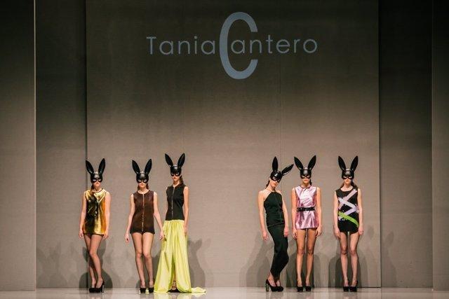 Algunos de los diseños de de la joven andaluza Tania cantero en un desfile