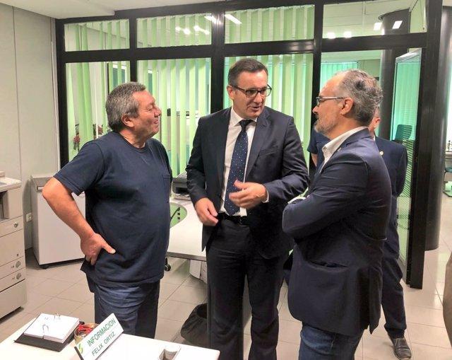Visita delegado Gobierno al CAISS Caravaca