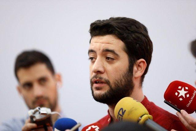 El portavoz adjunto de Cs en la Asamblea, César Zafra, atiende a los medios