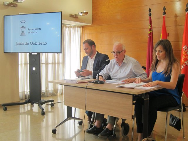 Peñafiel, Martínez-Oliva y Pérez, durante la rueda de prensa