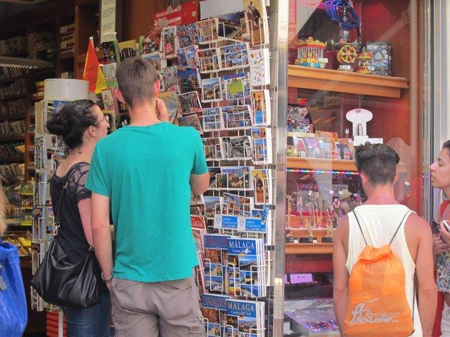 Turistas, compras, ventas, tienda, souvenirs, postales, turismo