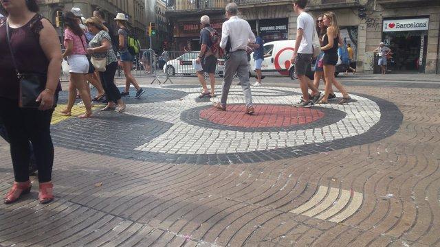 Mosaico de Joan Miró de La Rambla tras retirar el memorial del atentado