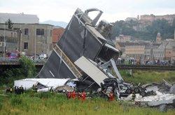 Almenys 22 morts per l'esfondrament d'un pont a Gènova (REUTERS / STRINGER .)