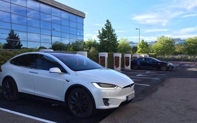 Tesla crea un comité especial para evaluar la exclusión de cotización de la compañía