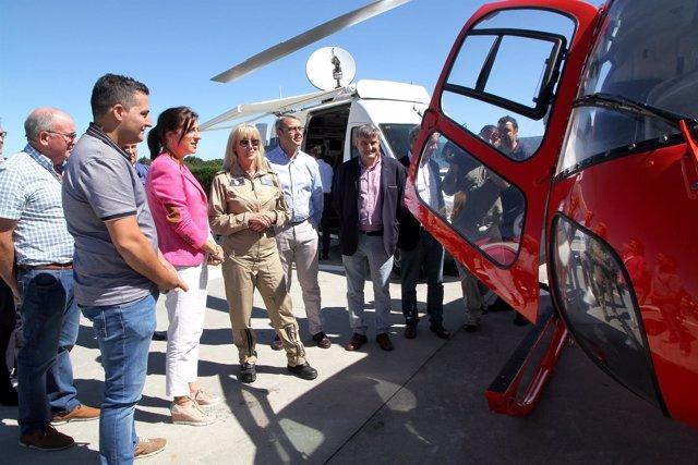 Visita de Ángeles Vázquez a la base aérea contra los incendios de Silleda.