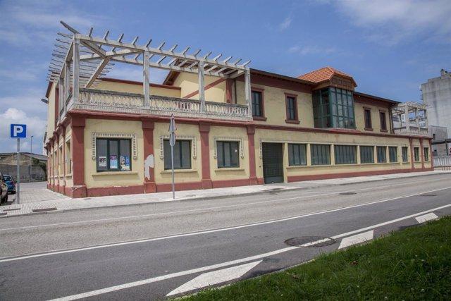 Edificio de las antiguas oficinas de Cros, en Maliaño