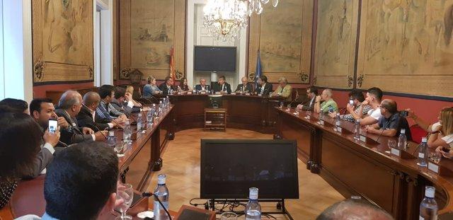 El portavoz del PP en el Senado, Ignacio Cosidó, con opositores venezolanos