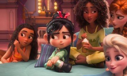 Ralph rompe Internet: Fiesta de pijamas con princesas Disney y carrera contra Gal Gadot en el nuevo adelanto