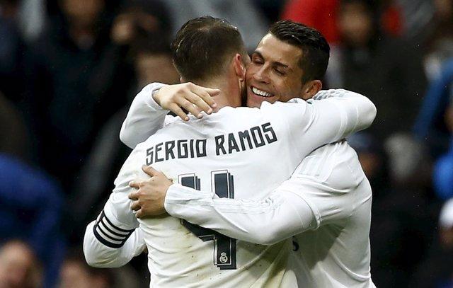 Sergio Ramos y Cristiano Ronaldo se abrazan
