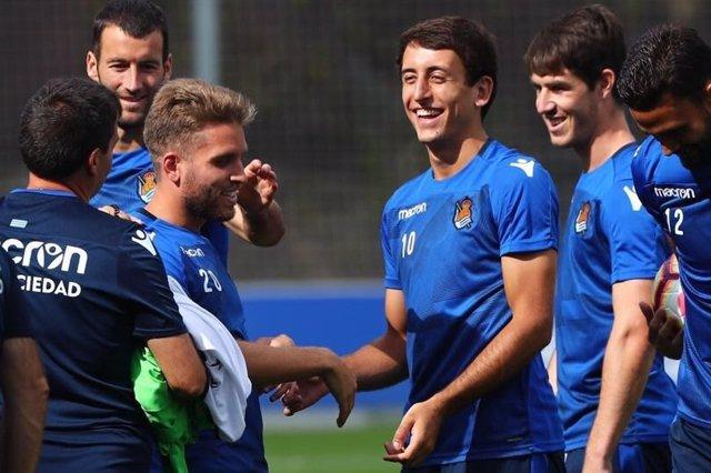Mikel Oyarzabal, en un entrenamiento con la Real Sociedad