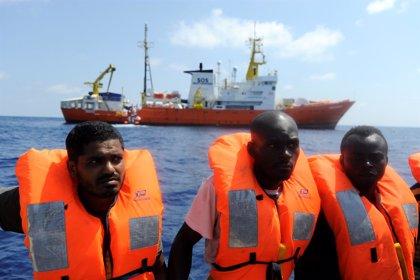 """ACNUR ve """"inmoral"""" que los barcos de rescate deambulen por el Mediterráneo en busca de puertos seguros"""