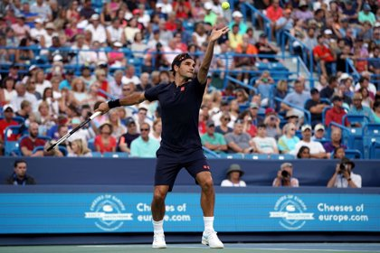 Federer vuelve con triunfo ante Gojowczyk y se cita con Mayer en octavos de Cincinnati