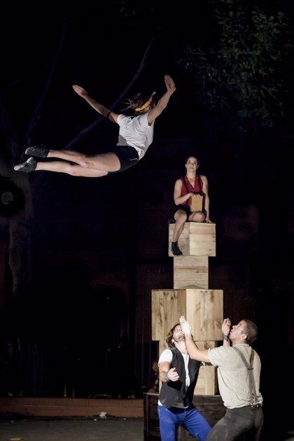 El cantante malagueño Zenet y las acrobacias de Up Arte, este jueves en el Festival de las Murallas
