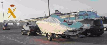 Detenido en el Puerto de Almería un varón que transportaba una embarcación deportiva robada en Francia