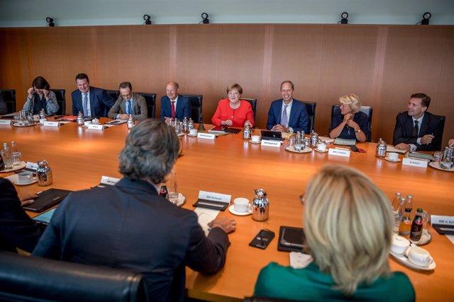 Angela Merkel preside la reunión de su Gobierno en Berlín