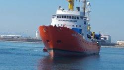 L''Aquarius' arriba al port de La Valleta amb els 141 migrants rescatats (CRUZ ROJA - Archivo)