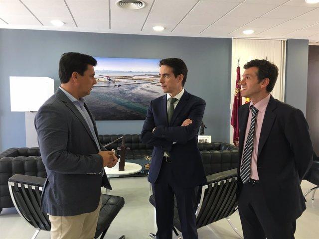 Alcalde San Javier en la firma convenio con Banki y Fundación Cajamurcia