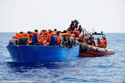 El Govern italià confirma l'acolliment de 20 migrants de l'Aquarius (TWITTER MSF: GUGLIELMO MANGIAPANE/SOS MEDITERRANEE)