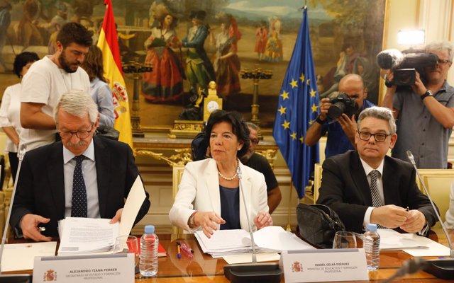 Celaá afirma que el Gobierno quiere 'tener más recursos' para becas que mejoren 'la vida de los más vulnerables'