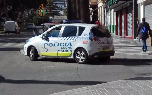 Herido un policía local tras ser arrollada su moto por un coche VTC en Málaga capital