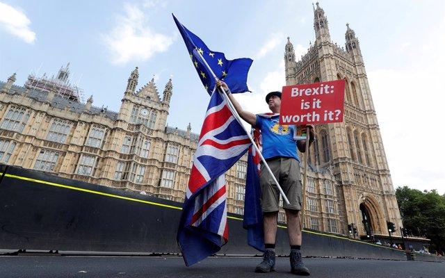 Fitch advierte de que está 'aumentando' la posibilidad de llegar a un Brexit sin acuerdo