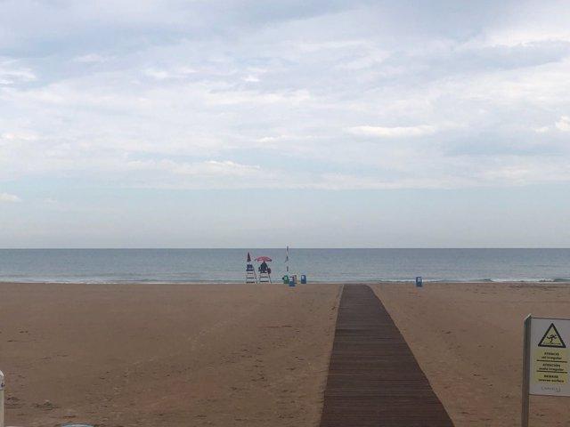 Gandia Y Denia Levantan La Prohibicion Al Bano En Sus Playas Tras La