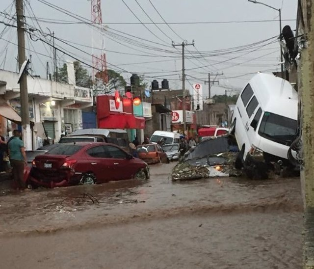 Fuertes lluvias en Edomex deja dos muertos y 135 casas dañadas