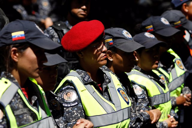 Agentes venezolanos impiden el paso a manifestantes