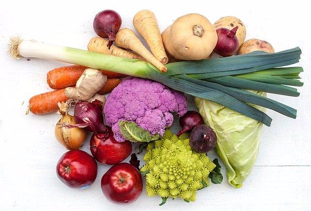Verduras, apio, coliflor, zanahoria, nabo, manzana
