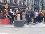 17A.- Unos 50 familiares hacen una ofrenda en La Rambla seguidos de Ada Colau, Quim Torra y Teresa Cunillera