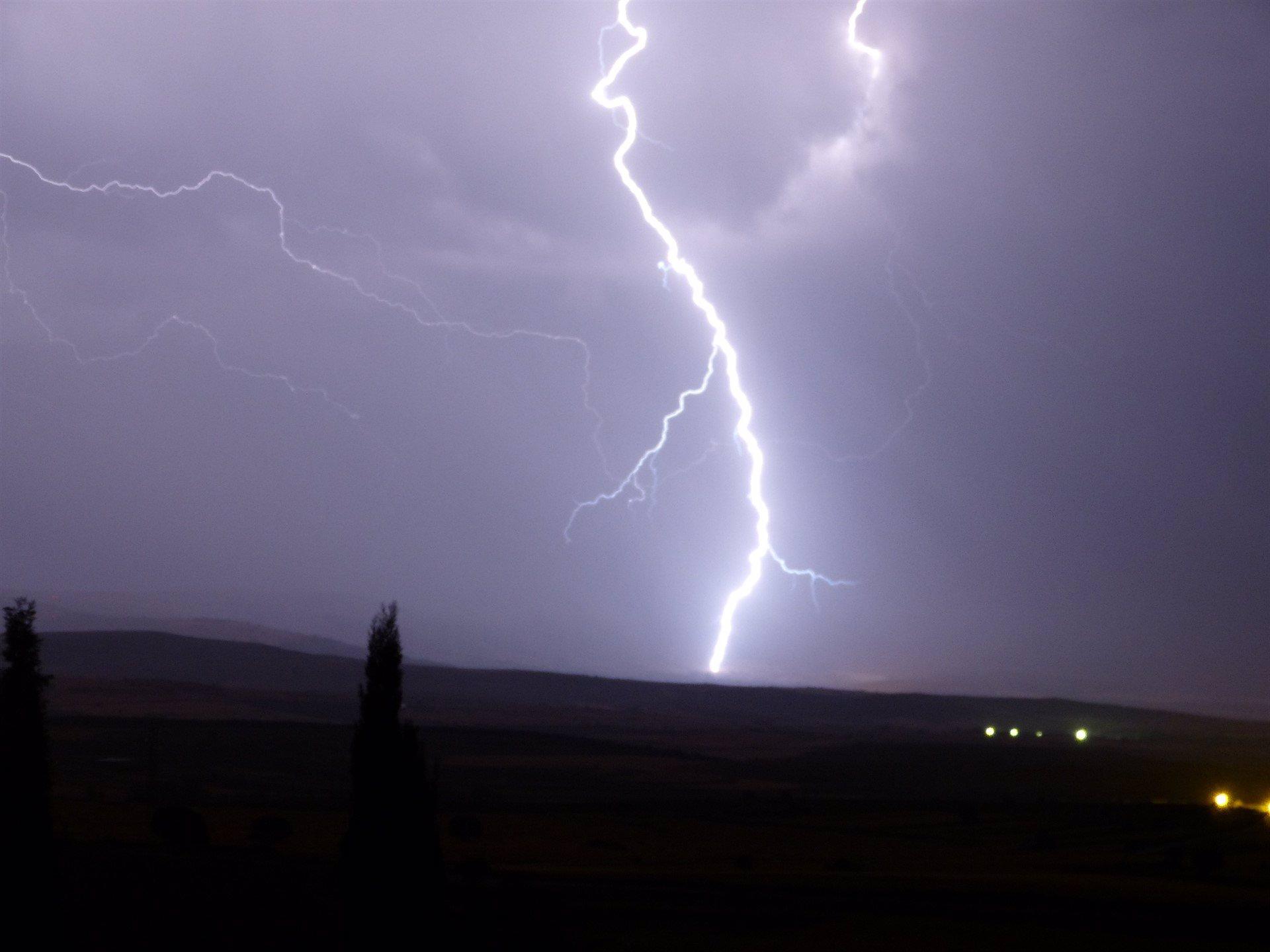 La tormenta provoca que hasta 50 rayos impacten sobre Ibiza