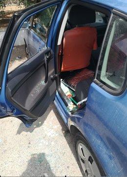 Imagen del turismo con la ventana fracturada
