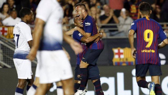 Arthur celebra su gol con el Barcelona