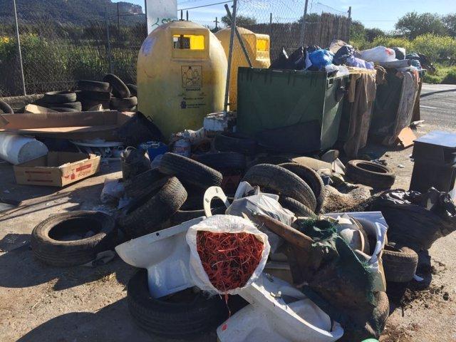 La Policía Local de Llucmajor registra 32 denuncias por vertidos ilegales de muebles, neumáticos y restos de obra