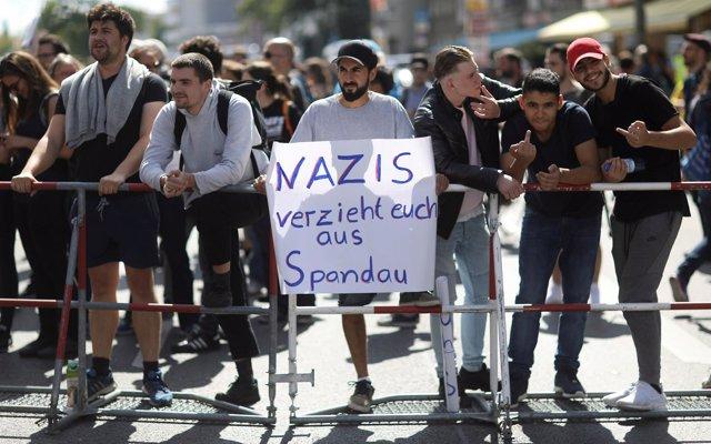 Protestas contra el aniversario del suicidio de Rudolf Hess
