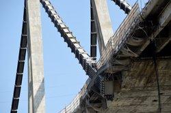 Ja són 41 els morts en l'ensorrament del pont Morandi després de trobar una família sota els enderrocs (REUTERS / MASSIMO PINCA)