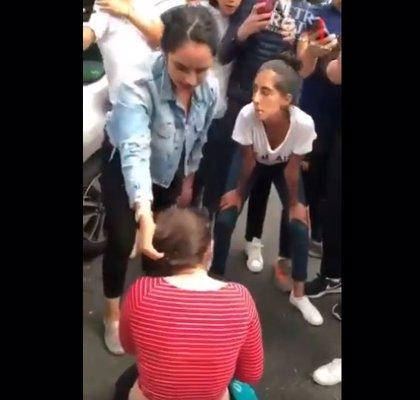 Estudiantes de una prestigiosa escuela mexicana graban a una compañera mientras es agredida y humillada