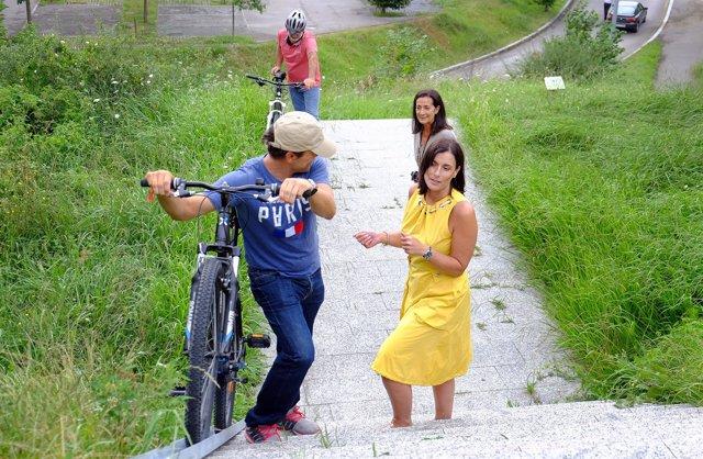 Igual y Ruiz visitan la zona para comprobar el uso de la canaleta