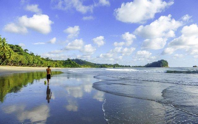 Costa Rica lanza una campaña sobre playas accesibles