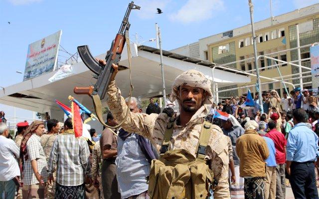 Milicianos separatistas suryemeníes atacan una academia militar en Adén