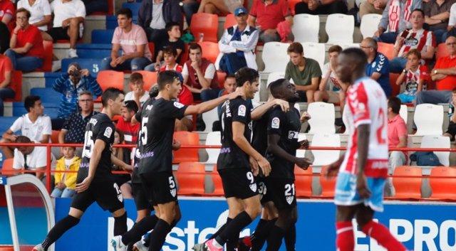 El Málaga se anima en Lugo