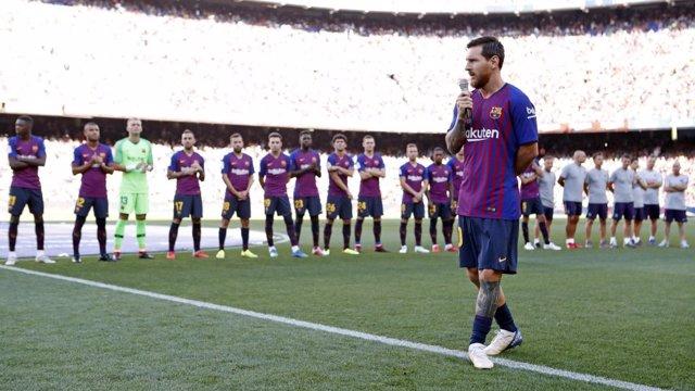 Leo Messi (Barcelona) se dirige al Camp Nou
