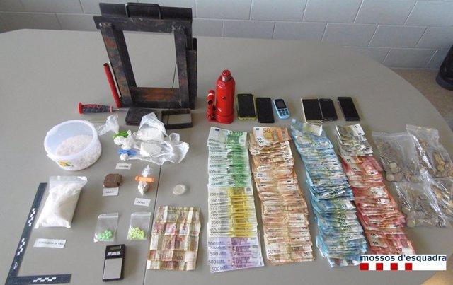 Material sustraído de un piso de compraventa de drogas en Llançà (Girona)