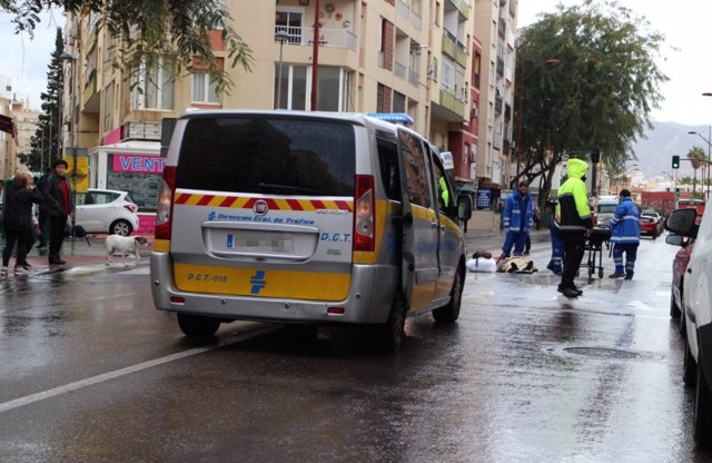 Un furgón de atestados acude a un atropello en Almería