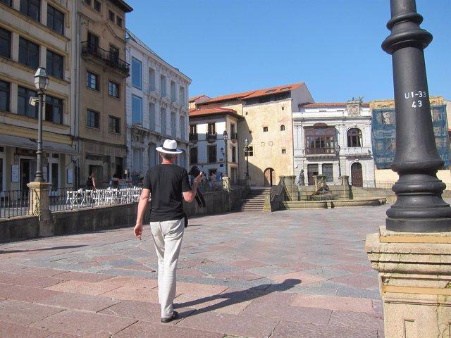 Turista, turismo, plaza de la Catedral.