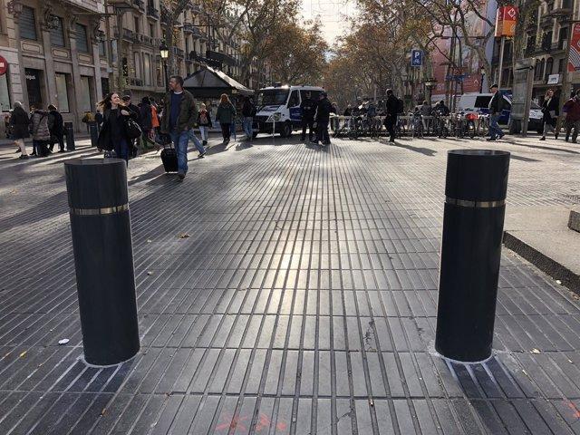 Bolardos en La Rambla de Barcelona
