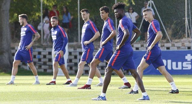Varios futbolistas del Atlético de Madrid durante un entrenamiento