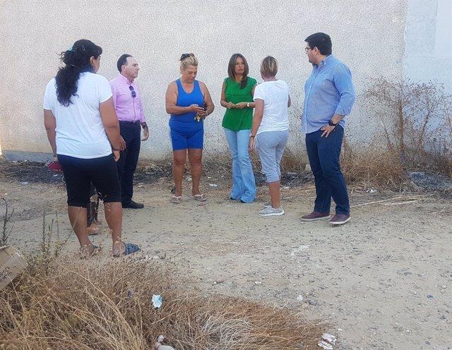 Evelia Rincón visita la barriada Jesús, María y José de Sevilla