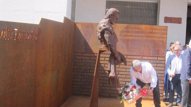 Escultura Homenaje A Iván Fandiño.